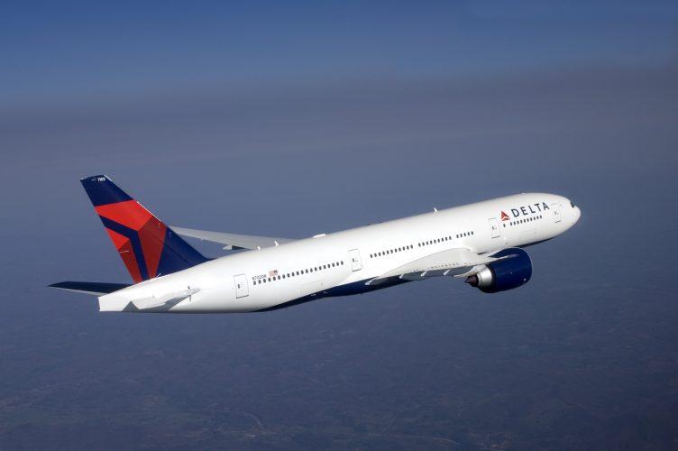 boeing-777-200lr-in-flight