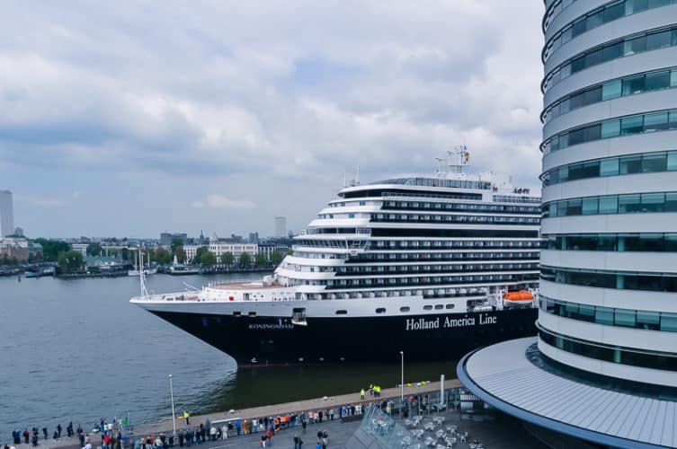 koningsdam-arrives-043