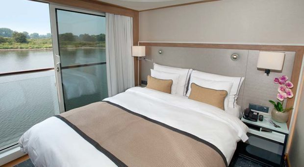 SHIP_Stateroom_Longship_VerandaSuite_Bed-01_800x440_tcm21-10217